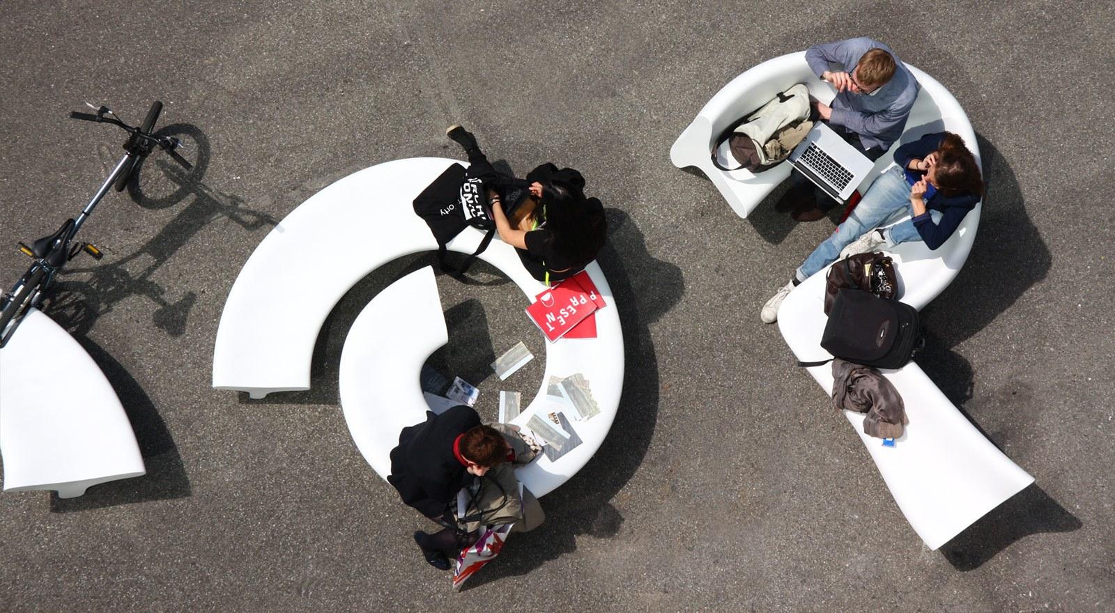 City Alphabet - miejskie meble parkowe meble miejskie meble do przestrzeni miejskich