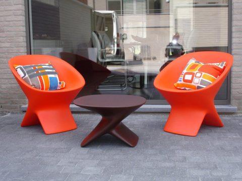 Fotele i stolik Ublo - producent mebli z tworzyw